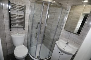 ensuite bathroom studio apartment Wolverhampton