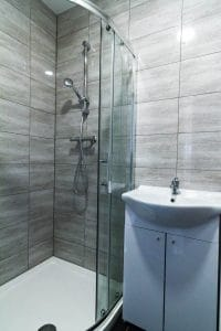 ensuite bathroom in Wolverhampton studio apartment