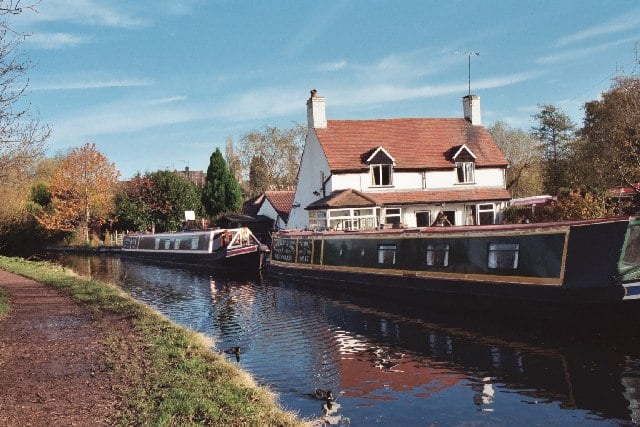 Canalside views in Wombourne