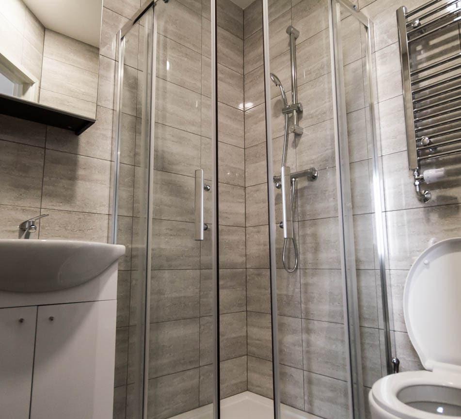 ensuite bathroom in Studio apartment Wolverhampton
